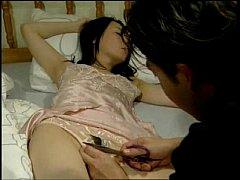 หนังโป๊เกาหลี พี่สาวนอนหลับกางเกงในออกเลยแอบย่องเข้าไปเอานิ้วแหย่ดูเห็นสู้มือก็จับเย็ดซะเลย