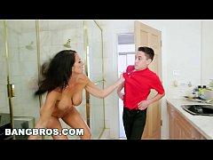 หนังXHD เด็กชายควยใหญ่ถูกป้าจับได้ว่าแอบถ่ายตอนแก้ผ้าอาบน้ำแบบนี้ต้องจับทำโทษซะให้เข็ด