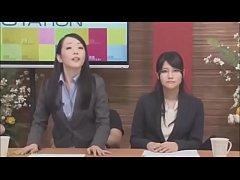JAVญี่ปุ่น18+ นักข่าวสาวสมาธิโคตรดีอ่านข่าวไปโดนเย็ดไปเสียวหีจนแทบทนไม่ไหวเผลอร้องครางออกอากาศ