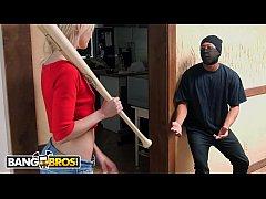 หนังโป๊ฝรั่ง Having sex with a bandit ขโมยขึ้นบ้านสาวหื่น โดนสาวจับเย็ดหมดท่าเลย