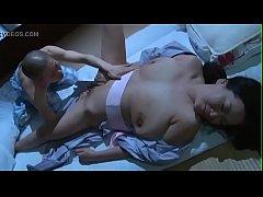 Japanese Sleep Mom แอบลักหลับเย็ดหีแม่ตัวเองกลางดึกนอนควยแข็งจนตัวเกร็งจับแม่เย็ดหีซะ